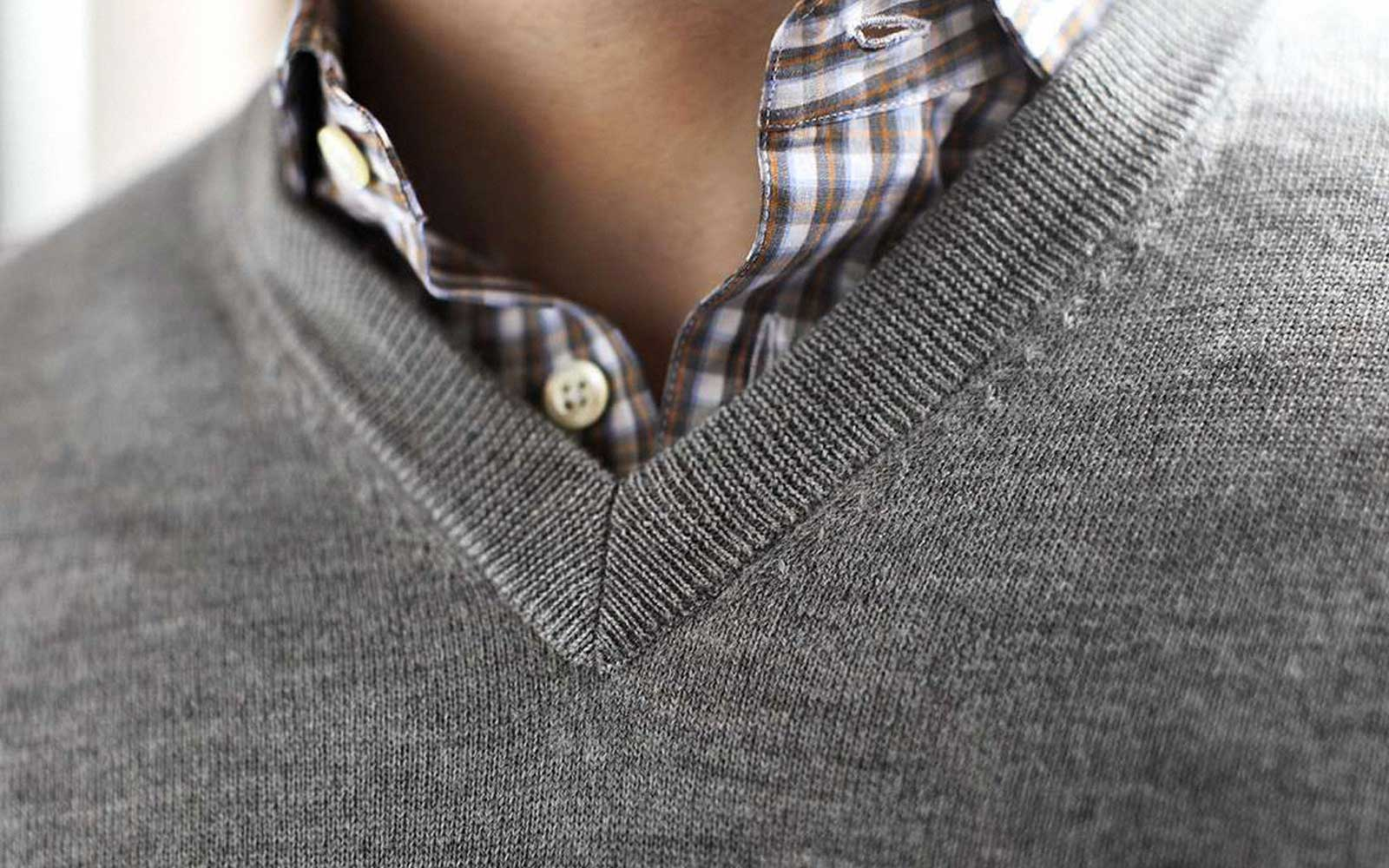 Man wearing grey Cashmere V-Neck
