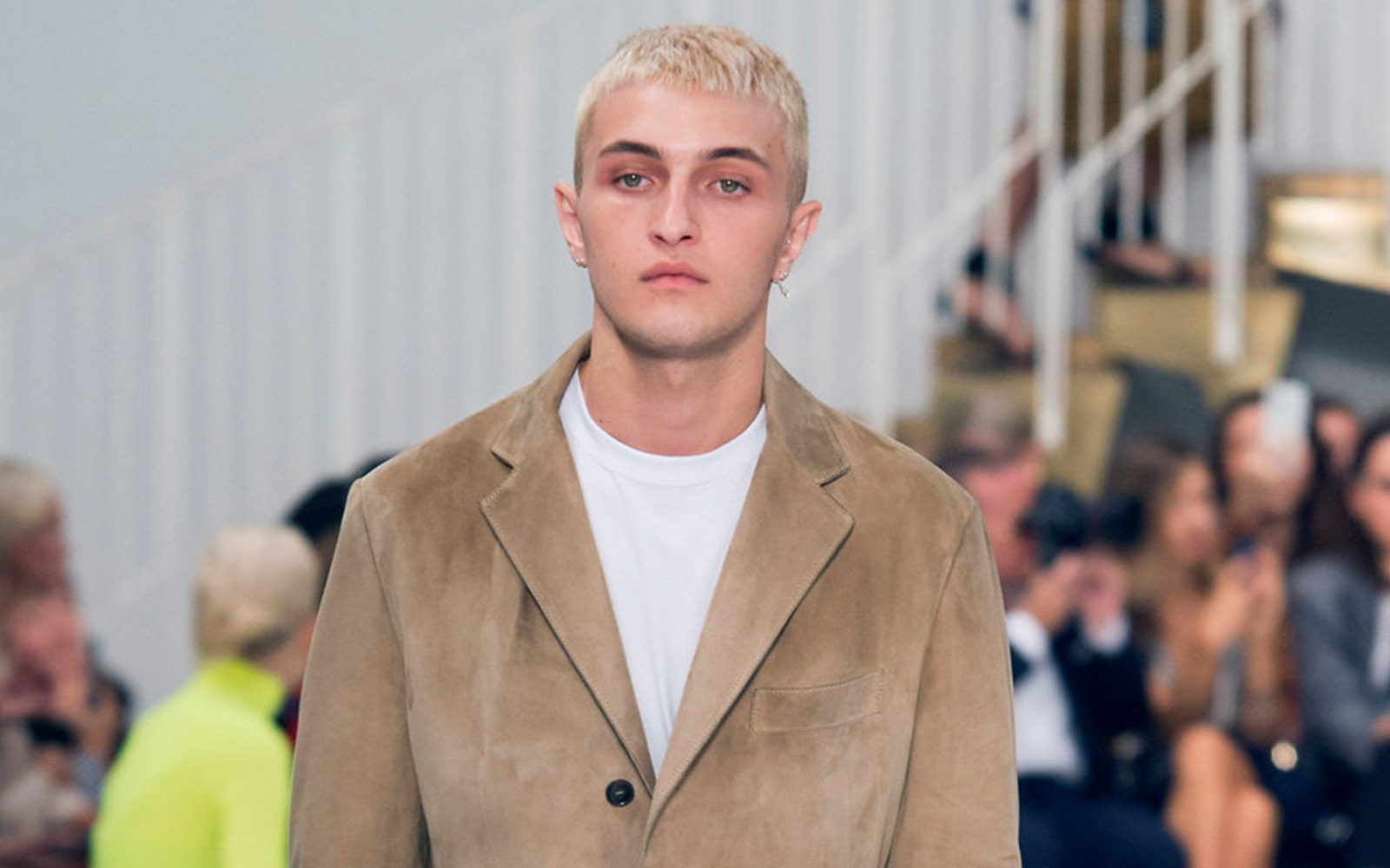 Bleach White Platinum Hair Anwar Hadid